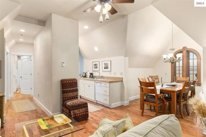Carriage house living space