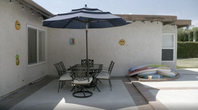 This backyard dining space was unimpressive.